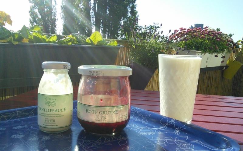 Rote Grütze und Buttermilch