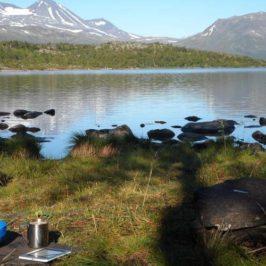 Perfektes Lese-Frühstück in Lappland